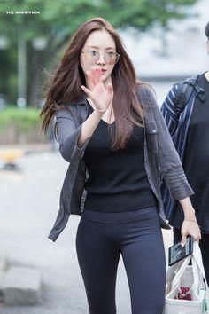 6 Trend-Setting Idols Who Help Clothing Brands Sell Out - Koreaboo Yoga Pants Girls, Girls In Leggings, Beautiful Girl Image, Beautiful Asian Girls, Indian Designer Suits, Korean Street Fashion, Street Style Women, Kpop Girls, Asian Beauty