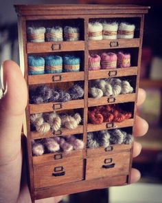 Estambres By yukitsplace .no, diy, dollhouse, design Miniature Crafts, Miniature Houses, Miniature Dolls, Miniature Furniture, Doll Furniture, Dollhouse Furniture, Vitrine Miniature, Displays, Mini Craft