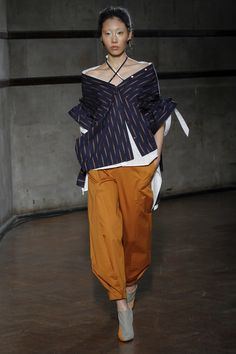 See the complete Palmer Harding Spring 2018 Ready-to-Wear  collection.