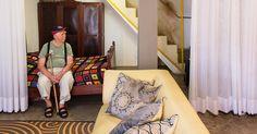 o Vovô Henricão ganhou um novo espaço com acessibilidade na casa que ele mesmo construiu <3  conheça o Loft do Vovô: https://www.hometeka.com.br/f5/acessibilidade-arquitetos-reformam-casa-do-avo-da-familia?utm_content=buffer81c73&utm_medium=social&utm_source=pinterest.com&utm_campaign=buffer