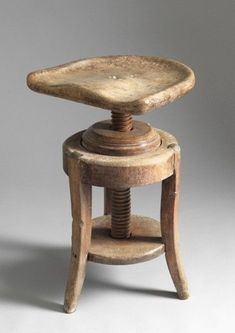 Rare Adjustable Sculptor'sTripod Stool (Sold by Robert Young Antiques) Country Furniture, Dining Room Furniture, Wooden Furniture, Antique Furniture, Home Furniture, Furniture Styles, Furniture Design, Small Bench, Love Chair