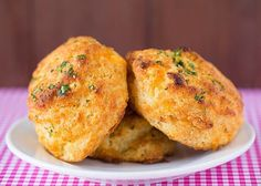 Red Lobster Cheddar Bay Biscuit Recipe I've made these biscuits TWICE now, and they're awesome! Taste just like Red Lobster's biscuits! Red Lobster Cheddar Bay Biscuits Recipe, Cheddar Biscuits, Buttermilk Biscuits, Cheddar Cheese, Tea Biscuits, Cheese Biscuits, Bread Recipes, Baking Recipes, Copycat Recipes