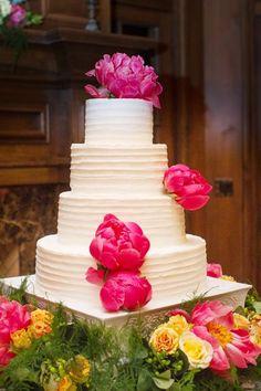 Inspiration pour un mariage fuchsia : le wedding cake / le gâteau de mariage