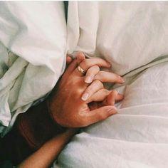 No necesito más... Tu mano me sostiene y me alivia... Leregi R.