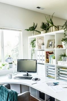 Recreate one of these modern home offices for yourself with inexpensive products from your favorite online retailers! Ikea Home Office, Home Office Organization, Home Office Furniture, Home Office Design, Pegboard Organization, Garden Furniture, Interior Office, Desk Office, Office Spaces