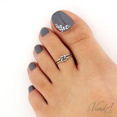 New Pedicure Designs Silver Toe Rings Ideas Toe Ring Designs, Pedicure Designs, Pedicure Ideas, Sterling Silver Toe Rings, Silver Anklets, Cute Toe Nails, Toe Nail Art, Piercings Rook, Pretty Toes