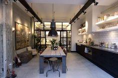 Salas de jantar Industrial por BRICKS Studio