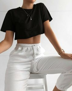 crop top / Sandie Springer 🖤 ———————————————————————————— top Outfits on Instagra Teen Fashion Outfits, Edgy Outfits, Mode Outfits, Retro Outfits, Simple Outfits, Look Fashion, Fashion Clothes, Fashion Ideas, Daily Fashion