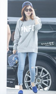 SNSD Sunny airport fashion. A simple comfortable but pulled together look with a baseball cap, skinny jeans, blue loafers all in hues of blue.