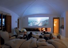 Comfy Small Movie Room Design Ideas For Your Happiness Family - Page 41 of 52 - Home Theater Design Cinema Room Small, Small Movie Room, Home Cinema Room, Tiny Movie, Basement Movie Room, Movie Theater Rooms, Movie Rooms, Living Room Setup, Big Living Rooms