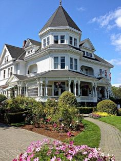 Gatsby Mansion in Victoria, British Columbia,. visitheworld: The Gatsby Mansion in Victoria, British Columbia, Canada (by British Columbia, Beautiful Buildings, Beautiful Homes, Beautiful Beautiful, Beautiful Architecture, Victorian Style Homes, Victorian Decor, Victorian Era, Second Empire