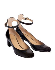 6e9da87731 Chic and classic black patent leather, rounded toe pumps with a block heel  and a