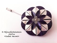 DIY Nespresso: How to make a dahlia brooch. Hello everybody, This video shows you how to use origami to make a beautiful dahlia brooch with Nespresso capsules. We hope you like the video. Materials: 3 Nespresso capules, we used the purple one (Arpeggio) A Bijou Capsule Nespresso, Diy Nespresso, Origami, Coffee Branding, Coffee Pods, Coffee Beans, Dahlia, Flower Making, Diy Flowers