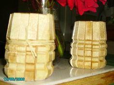 avec des pinces a linge  http://sculpturecrea.kazeo.com/deco-recup/deco-recup,r231911-8.html