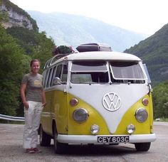 Volkswagen Bus, Vw T1, Vw Camper, Campers, Bus Girl, Combi Vw, Vw Vans, Busses, Car Girls