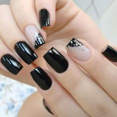 A mani with accent nails has never lost its popularity since its emergence. - A mani with accent nails has never lost its popularity since its emergence. Let … – A mani wit - Accent Nail Designs, Black Nail Designs, Beautiful Nail Designs, Cute Nail Designs, Lavender Nails, French Tip Nails, French Tips, Trendy Nail Art, Oval Nails