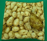 Microwave Baked Potato Bag - Use all cotton supplies (fabric, batting, thread) and make a pouch for baking potatoes (including sweets). This method results in baked potatoes with 'oven-baked' flavor and texture.