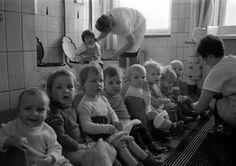 DDR Kinderkrippe Lernen auf Toilette zu gehen.