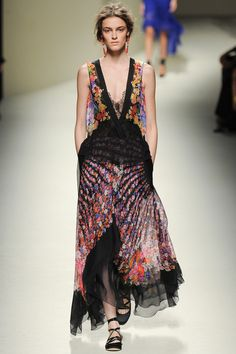 Alberta Ferretti Spring 2014 Ready-to-Wear Collection Slideshow on Style.com Clam shell florals!