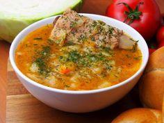 Kapuśniak ze świeżej kapusty na żeberkach Soups And Stews, Meals, Ethnic Recipes, Food, Dinner Ideas, Polish, Vitreous Enamel, Meal, Essen