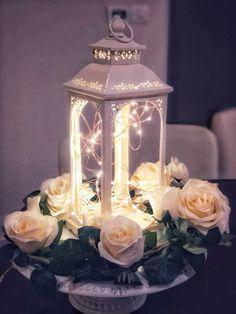 Candle Wedding Centerpieces, Wedding Lanterns, Lanterns Decor, Flower Centerpieces, Wedding Table, Diy Wedding, Fall Wedding, Wedding Flowers, Wedding Ideas