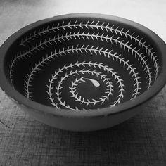 """13 gilla-markeringar, 1 kommentarer - Lina Bodin (@lina.skapar) på Instagram: """"#sgrafitto #clay #keramik #rista #lera #pattern #mönster"""""""