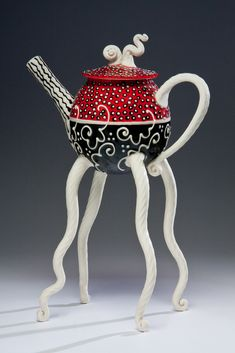 Artist Steven Summerville - - I'm not the biggest fan of the red/black/white color scheme (just not my aesthetic) but I could ignore that for this teapot! Pottery Teapots, Ceramic Teapots, Ceramic Pottery, Ceramic Art, Teapots Unique, Tea Pot Set, Teapots And Cups, Chocolate Pots, Mad Hatter Tea