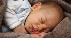 Es común que los bebés tengan un patrón de sueño diferente al de sus padres, sin embargo, aquí te decimos cómo compaginar ambos.
