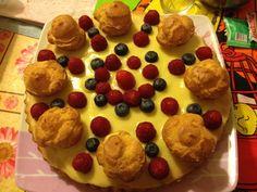 Pan di Spagna,crema pasticciera,bignè,more e lamponi