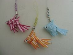 「バッグ」を可愛く!~「金魚」のアクセサリー Clothes Hanger, Origami, Diy And Crafts, Weaving, Handmade, Accessories, Blue, Ribbon Crafts, Knots
