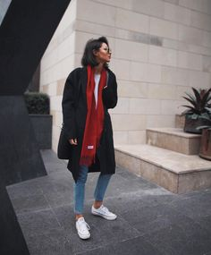 "Polubienia: 10.7 tys., komentarze: 57 – Petra (@pepamack) na Instagramie: ""⛄️ Matching this oversized coat by #acne with vintage denim jeans by @monki .Enjoy the weekend…"""