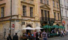 Gdansk är en av de största och äldsta städerna i Polen. Staden bjuder på ett rikt kulturliv och en spännande historia.