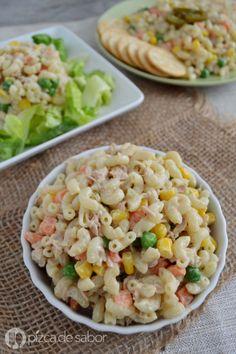 Deliciosa, fácil, sencilla y perfecta para los días que no tienes mucho tiempo para cocinar. Esta ensalada de coditos con atún te va a encantar!