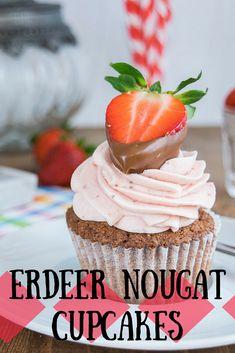 Luftig lockere Nougat Cupcakes mit einer fruchtigen Erdbeer Frischkäse Creme. Unwiderstehlich lecker und perfekt für die Erdbeerzeit. via @heissehimbeeren