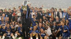 #forever #thespecialone #theonlyone - Inter coach José #Mourinho celebrates with the trophy after winning the 2010 UEFA Champions League final against Bayern