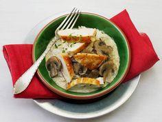 Kyllingfilet med kremet soppsaus - En god og kremet kyllingrett som er lett å lage!