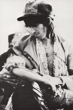 "The Rolling Stones' ""Tour Of The Americas"" (1975), accompanied and photographed by Annie Leibovitz and Christopher Simon Sykes. Pictured: Keith Richards holding his daughter Angela Dandelion"