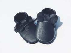 Cash bow moccs/ black leather baby moccasins/ black baby moccasins/ black bow baby moccasins/leather baby moccasins/black leather moccasins