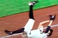 Hunter Pence fought gravity, and gravity should have won. Hunter Pence, San Francisco Giants, Falling Down, Baseball, Game, Baseball Promposals, Fall Away, Gaming, Toy