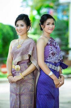 khmer wedding costume Cambodian Wedding, Khmer Wedding, Costumes Around The World, Thai Dress, Wedding Costumes, Sexy Asian Girls, Weeding, Traditional Dresses, Chai