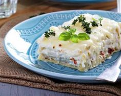 Lasagnes légères au poulet, ricotta et tomates séchées : http://www.fourchette-et-bikini.fr/recettes/recettes-minceur/lasagnes-legeres-au-poulet-ricotta-et-tomates-sechees.html