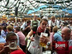 """CERVEZA BUCANERO TE DICE ¿Cuánto tiempo dura el Oktoberfest? Este famoso festival de la cerveza, tiene una duración de 16 a 18 días, y siempre comienza el primer sábado posterior al 15 de Septiembre. Geográficamente se lleva se celebra en el campo conocido como Theresienwiese """"Prado de Teresa"""", en el centro de Múnich, cerca de la Estación Central """"Hauptbahnhof"""". www.cervezasdecuba.com"""