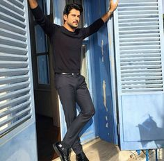 burak ozcivit arms spread out and resting on the doorpost Turkish Men, Turkish Beauty, Turkish Actors, Beautiful Men Faces, Gorgeous Men, Moda Formal, Burak Ozcivit, Well Dressed Men, Actor Model