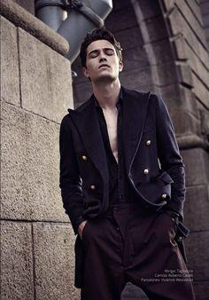 El modelo brasileño Francisco Lachowski posa para la cámara de Fernando Corredor, presentando la portada y editorial de la edición Fall/Winter 2015 de Risbel Magazine