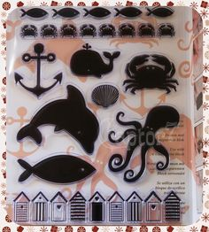 10 timbri in gomma acrilica a tema estate, vacanze, mare raffiguranti un'ancora, una balena, una conchiglia, un pesce, un delfino, un granchio e un polipo. Ci sono inoltre 3 stampi lunghi con soggetti che si ripetono (pesci, granchietti e cabine mare) ideali per decorare i bordi del tuo album vacanziero di scrapbooking. Price €10,97