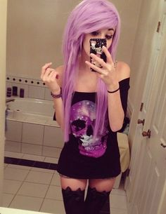 don't like the cut or outfit or scene style in any way but I do like the color of her hair
