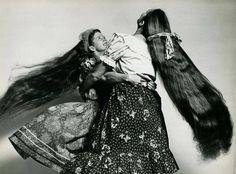 Gipsy girls,dancing.Photo by Stan Shuttleworth