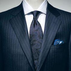 Vゾーンのコーディネイト特集。紺のストタイプスーツにペイズリー柄のタイ。ネクタイの結び目が少し小さいのが気になる。 オーダースーツ専門店DoCompany http://www.do-company.co.jp  #コーディネート #メンズ #メンズファッション #メンズコーデ #ネクタイ #スーツ #スーツスタイル #オーダースーツ #コーデ #ドゥ・カンパニー