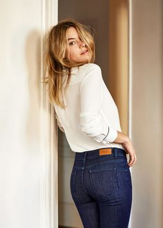 Picture of Camille Rowe Looks Style, Style Me, Uniqlo, Parisian Girl, Girl Fashion, Womens Fashion, Fashion Trends, Shorts Jeans, Woman Shirt