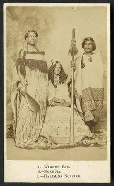A portrait of Wiremu Pou, Huria Ngahuia and Hapimana Ngapiko taken by Vernon Heath, a London photographer. Abstract Sculpture, Sculpture Art, Metal Sculptures, Bronze Sculpture, Old Pictures, Old Photos, Vintage Photos, Maori Tribe, Polynesian People